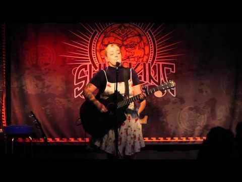 "Elle King - ""Ain't Gonna Drown"" (Live In Sun King Studio 92 Powered By Klipsch Audio)"