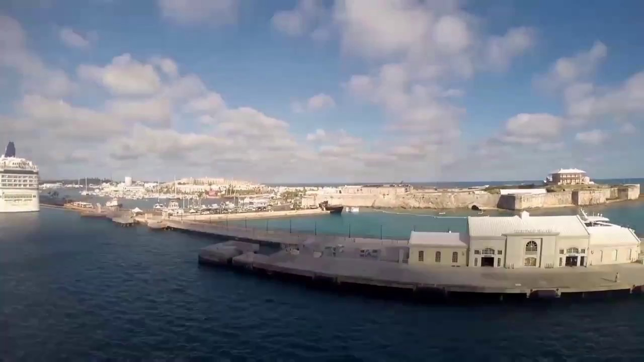 cruise-ship-arriving-and-leaving-bermuda-in-under-a-minute