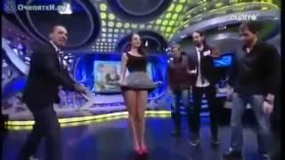 Девушка без трусов на ТВ
