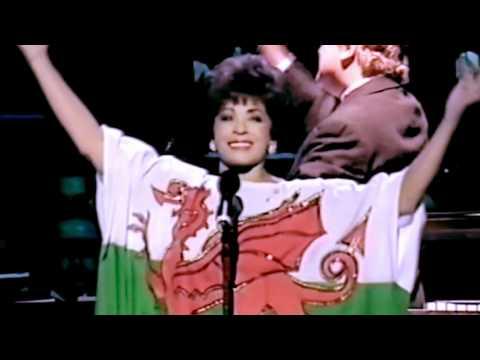 Shirley Bassey - I Am What I Am (Starry Starry Night Celebration) (1999 Live)
