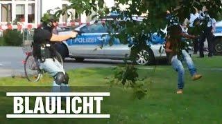 Video SEK schießt auf Flüchtling - Streit in Bonn ( Trauma / Police / Refugee / Knife ) download MP3, 3GP, MP4, WEBM, AVI, FLV Juli 2018