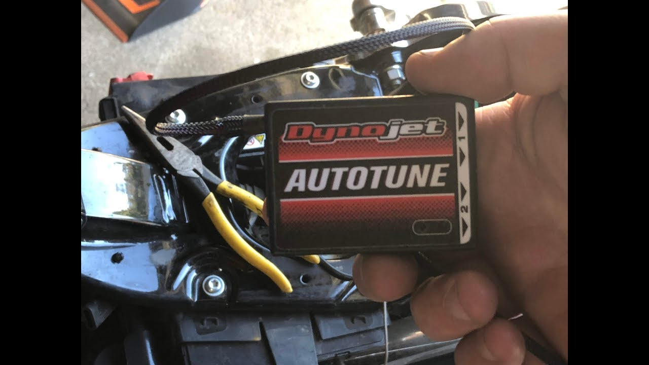 Power Commander and Auto Tune Install Harley Dyna