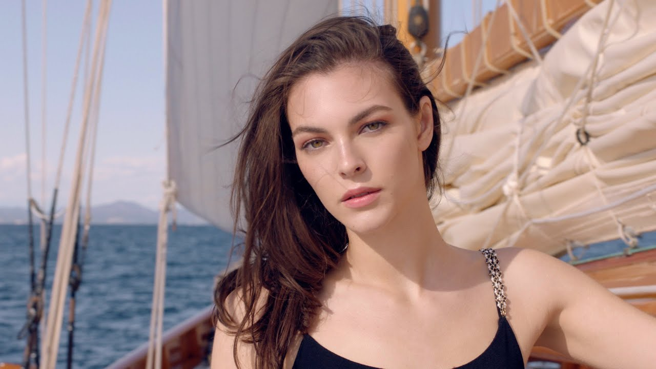 CHANEL LES BEIGES SUMMER OF GLOW with Vittoria Ceretti – CHANEL Makeup