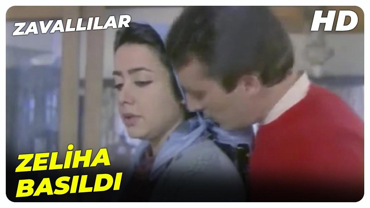Tahir, Zeliha'yı Patron'un Oğlu ile Yakaladı! | Zavallılar Küçük Emrah Türk Filmi