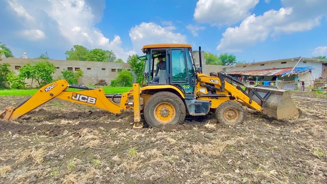 JCB 3dx Eco Stuck in Mud While Working Pulling itself with Sonalika 60 Rx   Eicher485   NOVO 605 Di