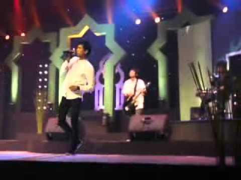 Briptu Czar menyanyi di TVRI (Vokalis D'zoull)
