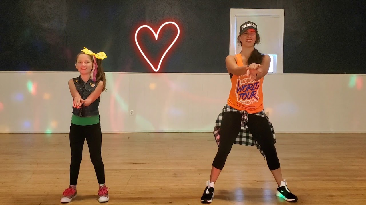 Baby Shark Pink Fong MUST SEE Zumba 😂 - YouTube