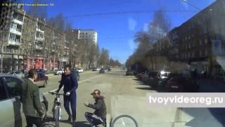 Пьяный велосипедист.(2015.05.08, Москва Пьяный велосипедист выехал на дорогу и его сбила машина. ================================================ Здесь..., 2015-07-02T10:30:18.000Z)
