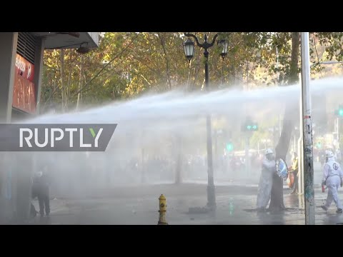 Chile: Police use water cannon at anti-govt. protesters in Santiago