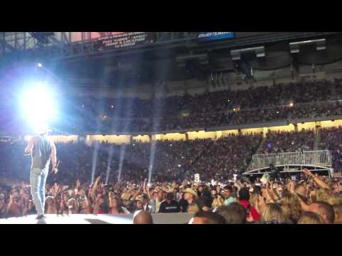 Kenny Chesney Tim Mcgraw Feel like a Rockstar Ford Field Aug 18 2012 Detroit Brothers of the Sun