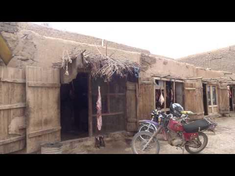 Afghanistan: Butchers Street in Bamyan アフガニスタン:バーミヤンの肉屋通り