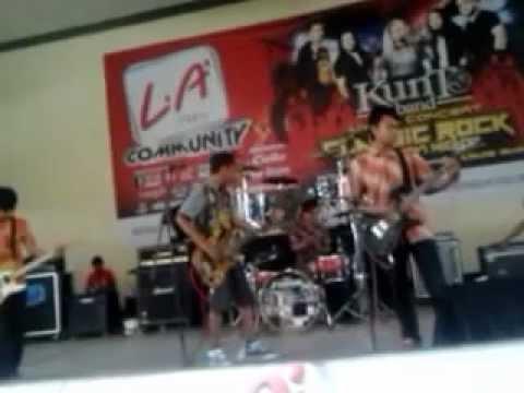 PCLL (Pecel Lele) band in GOR Majapahit