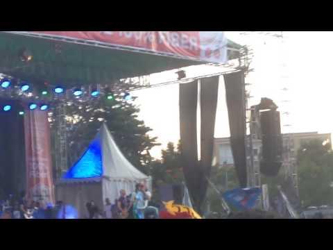 Konser Slank di Atambua. Slank - Terlalu Manis