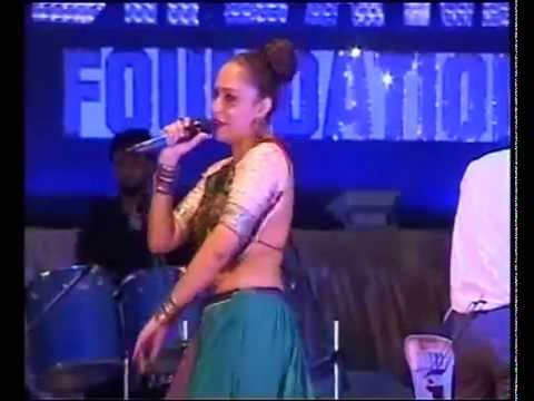 bamboo beats-priya patel sings aavo ne ramva at dreams khelaiya 2013