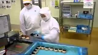 セブンイレブン おにぎり工場 ブラジル人がおばさんにチカン応える熟女 セブンのおにぎりもう食べれんわ 日本人工場長が野放し?