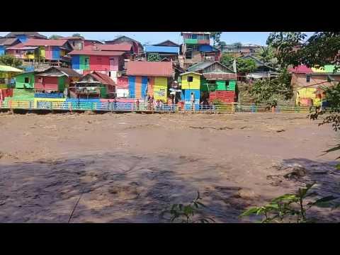 Nyaris Jembatan Kampung Warna Warni Jebol akibat Banjir Bandang Kota Lubuklinggau