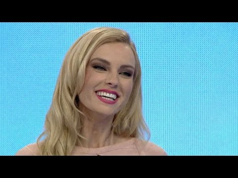 28.4.17 Η girly εμφάνιση της Τζούλιας Νόβα στον «Τροχό της Τύχης»!