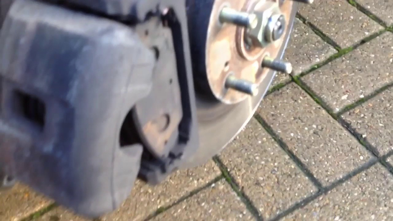 Honda Crv And Hrv >> Front brake pad replacement on a Honda Civic type r , how to change also accord frv Jazz hrv crv ...