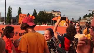 #Seebrücke I 1h Straßenblockade auf Oberbaumbrücke durch Flashmob für Seenotrettung im Mittelmeer