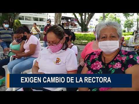 Docentes del Leonidas Rubio llegaron a protestar a la Alcaldía