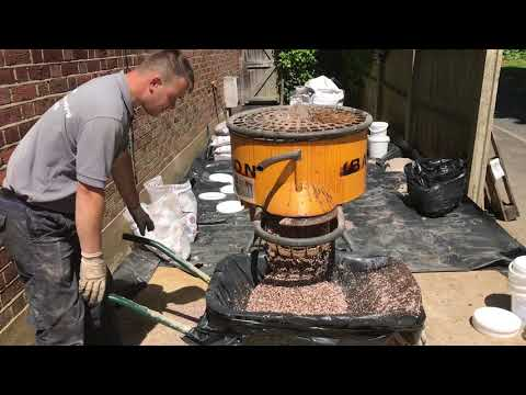 Installing Resin Bound Gravel - Desgin & Build Landscape Garden