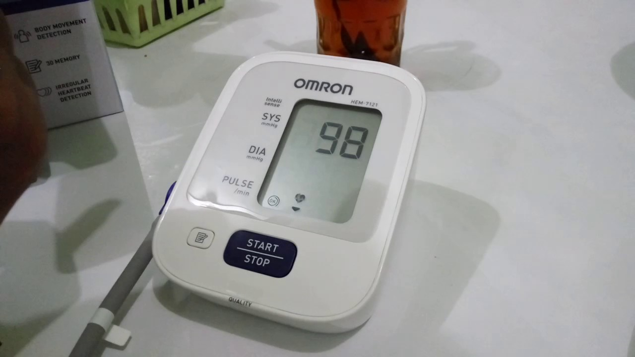 Cara Mengukur Tekanan Darah Dengan Omron Digital Youtube Tensimeter Tensi Blood Pressure Monitor Hem 8712