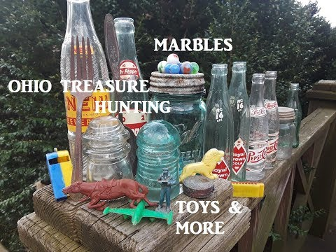 OHIO Treasure Hunting Digging Old Dump MANY FINDS Bottles Archaeology