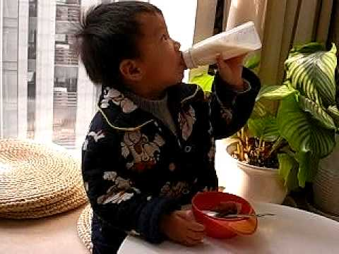Negligent Mama Takes Care Of Little Hardy 粗妈带迪多(3 Years)