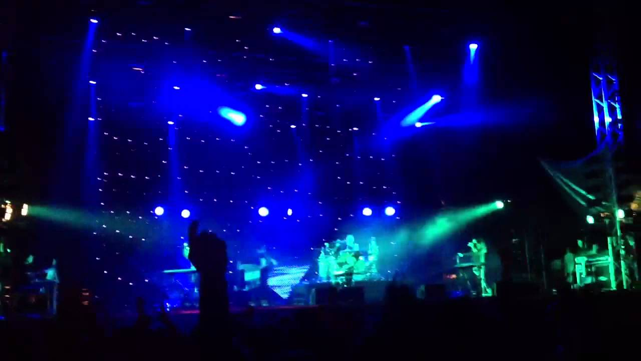 m83-we-own-the-sky-2012-hultsfred-live-maltii5