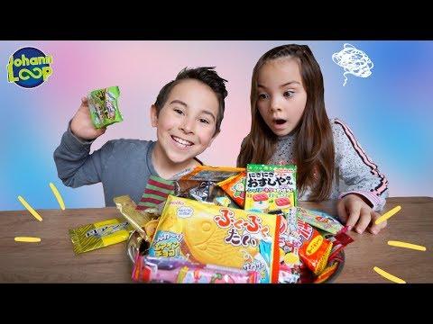 Asia Süßigkeiten testen 😂 Schwester vs Bruder | Trying Japanese Candy Challenge | Johann Loop