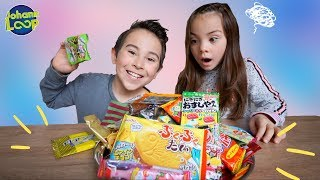 Asia Süßigkeiten testen 😂 Schwester vs Bruder | Trying Japanese Candy Challenge | Johann Loop