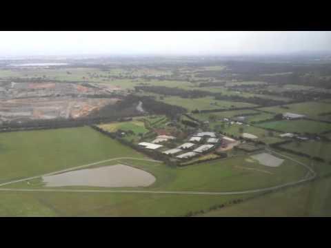 Flying - Landing Into Melbourne's Tullamarine International Airport (Australia)