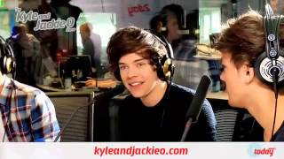 One Direction Play With Helium Balloons.flv