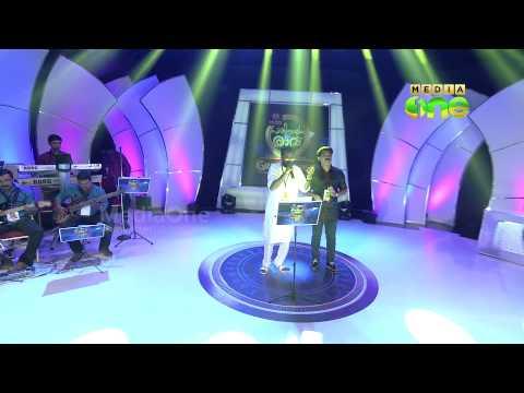 Adil Athu and Ashraf Payyanoor singing a song -  Pathinalam Ravu Finale -12