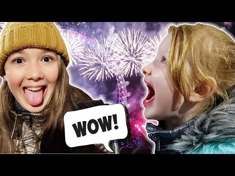 NEW YEARS LONDON STREET PARTY! + LONDON NYE FIREWORKS!