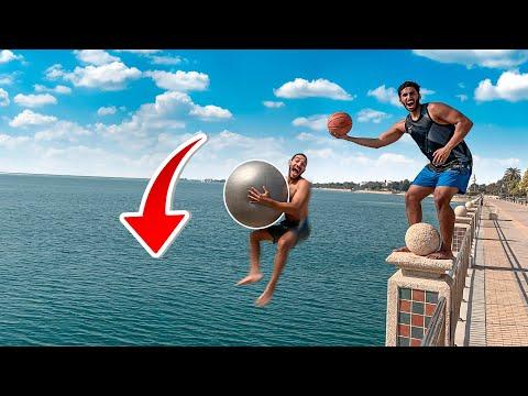 قفزنا بالكور من أعلى ارتفاع على البحر !! 🤯🏀|| JUMP WITH BALL