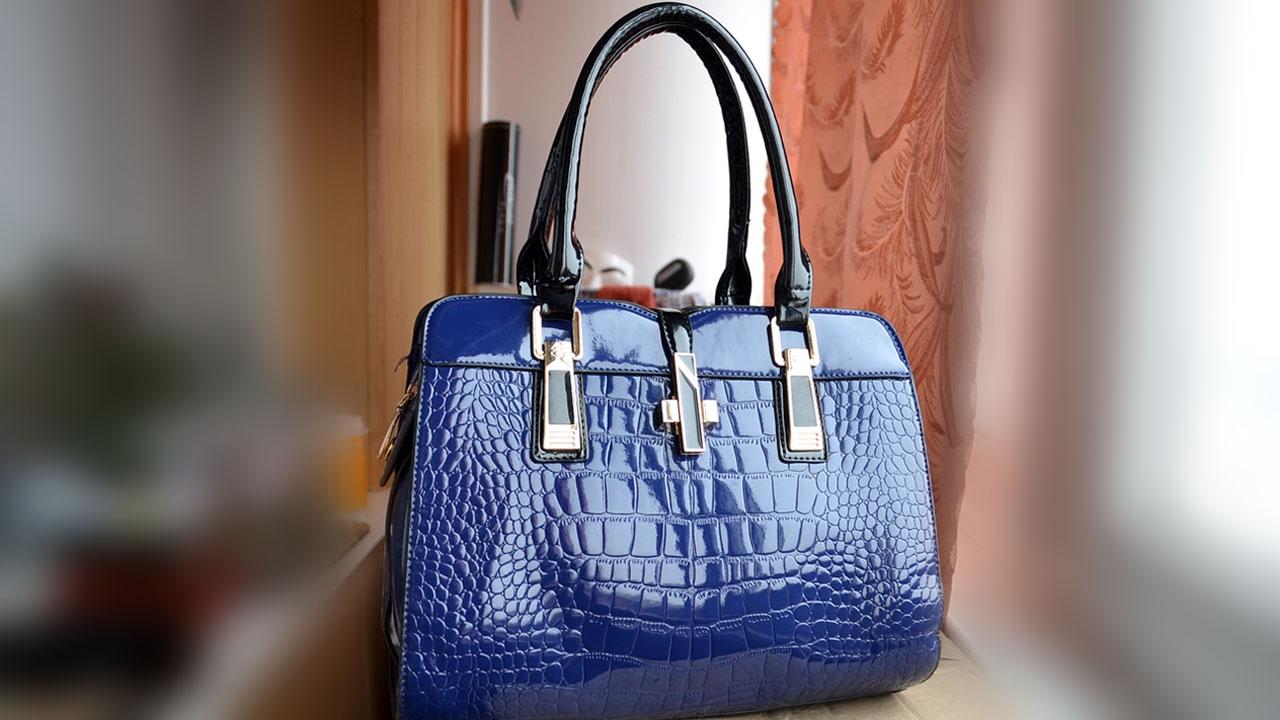 В разделе можно купить сумку недорого из кожзама, натуральной кожи или джинсовой ткани. Сумки недорого красивые и качественные сумки по низким ценам. Интернет магазин