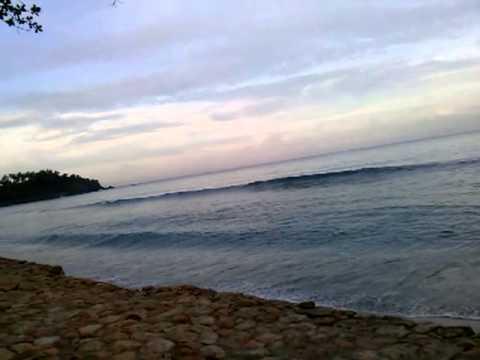 Nyanyian ombak di senggigi beach