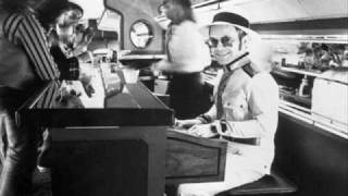 Elton John-Grey Seal.wmv
