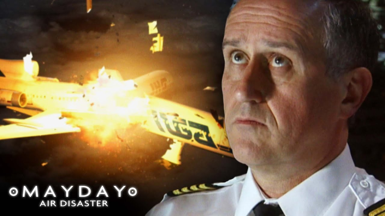 A Decision That Led To A Fatal Collision | Deadly Crossroads | Mayday: Air Disaster