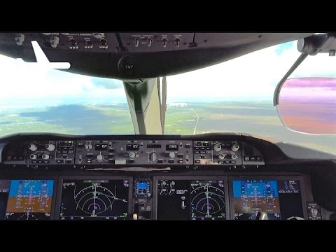 Boeing 787-8 Dreamliner Cockpit Landing in Mexico