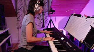Rihanna -  Diamonds -  piano cover (with a little piano solo)