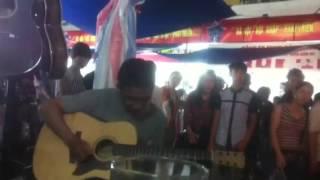 Phúc sĩ guitar -- hội chợ thương mại quốc tế