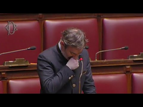 Coronavirus, le lacrime del deputato bergamasco Belotti in aula: 'Stiamo perdendo i nostri nonni'