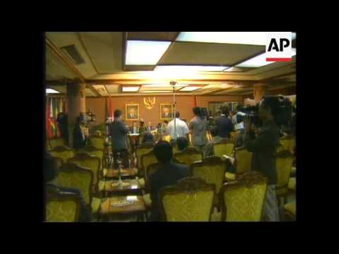 INDONESIA:JAKARTA:PHILIPPINE GOVERNMENT AND REBELS SIGN PEACE TREATY