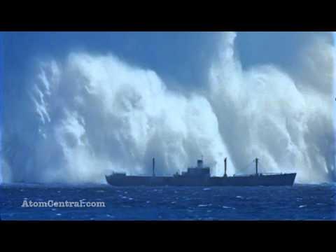 bomba nuclear explodindo de baixo da agua