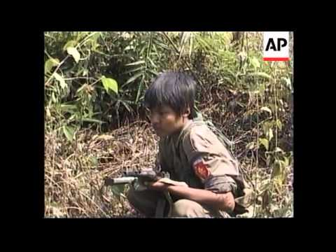 BURMA: REFUGEES CROSS BORDER TO ESCAPE FIGHTING