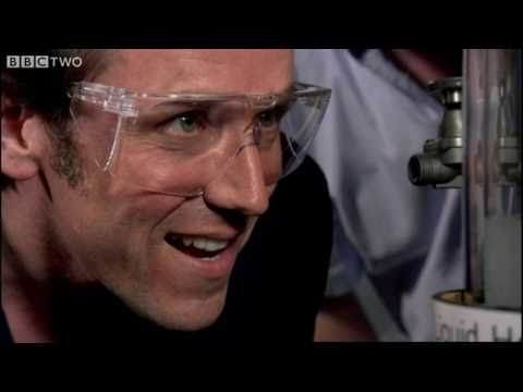 Ben Miller experiments with superfluid helium - Horizon: What is One Degree? - BBC Two
