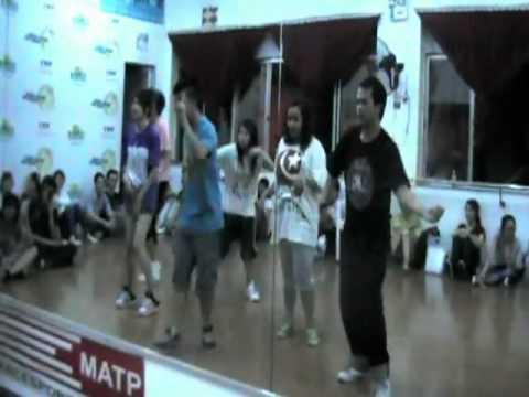"Practicing Flashmob ""Welcome BIGBANG to Vietnam"""