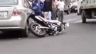 DOS HERIDOS EN CHOQUE DE MOTO Y AUTO